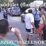 """A villámcsődület (flash mob) KÖVÉR LÁSZLÓ """"HÁZELNÖK"""" háza előtt"""