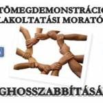 TÖMEGDEMONSTRÁCIÓ A KILAKOLTATÁSI MORATÓRIUM MEGHOSSZABBÍTÁSÁÉRT.
